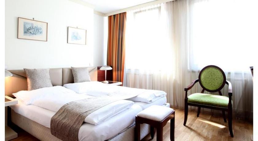 Hotel Attaché