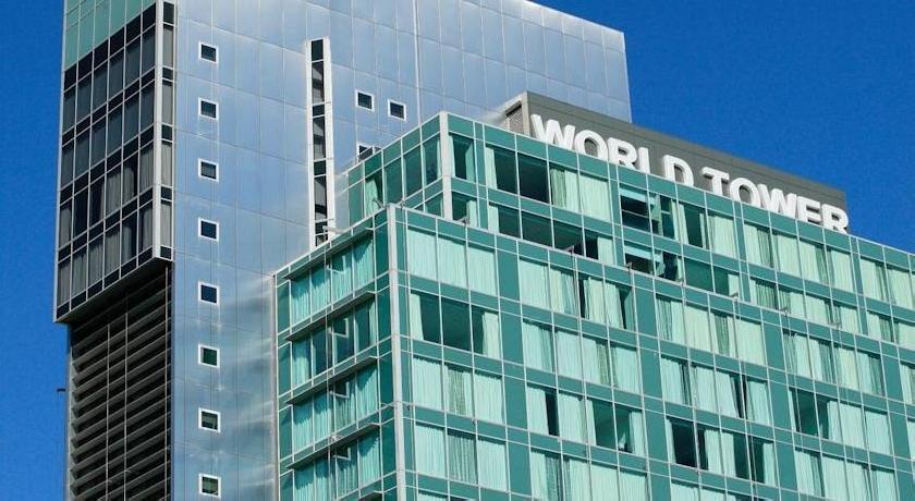 Meriton Serviced Apartments - World Tower