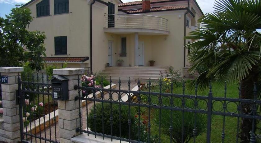 Apartments Sv. Pelegrin