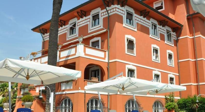 Buy a hotel in Forte dei Marmi
