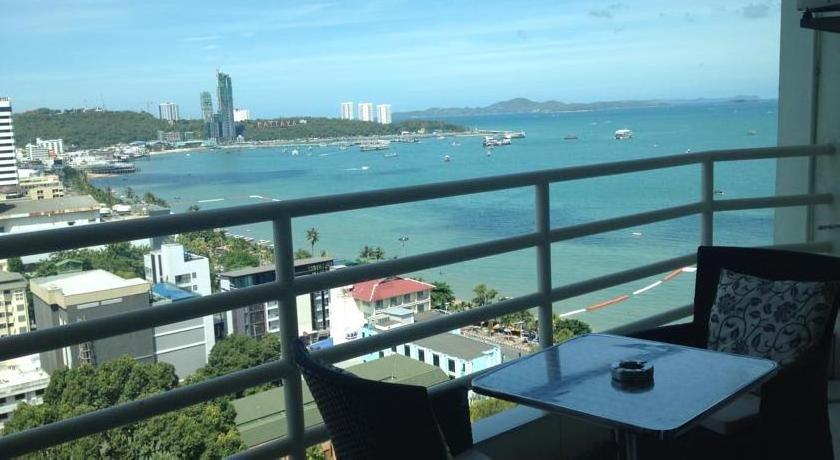 View Talay 6 Pattaya Beach Condominium by Honey