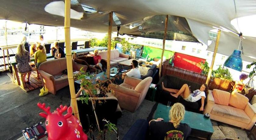 Overstay-TLV Backpackers Hostel