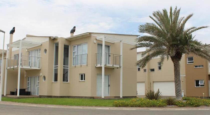 F1 Waterfront Estate Villa