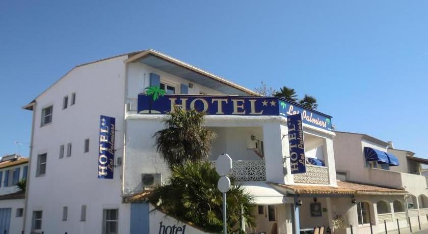 Hotel Les Palmiers En Camargue