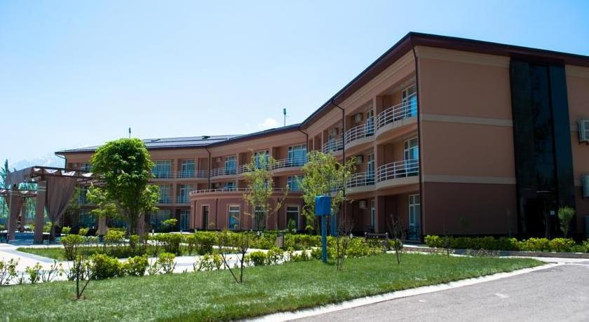 Charos Deluxe Resort& Spa