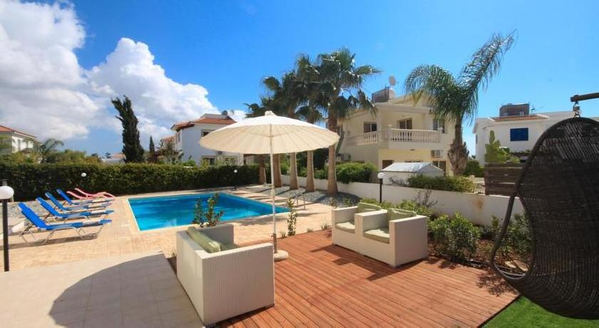 Villa Blue Palms