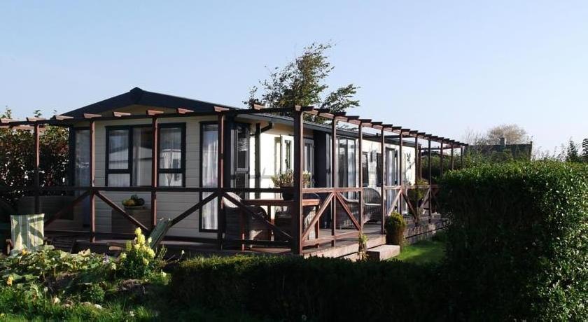 Chalet Recreatiepark Wiringherlant7