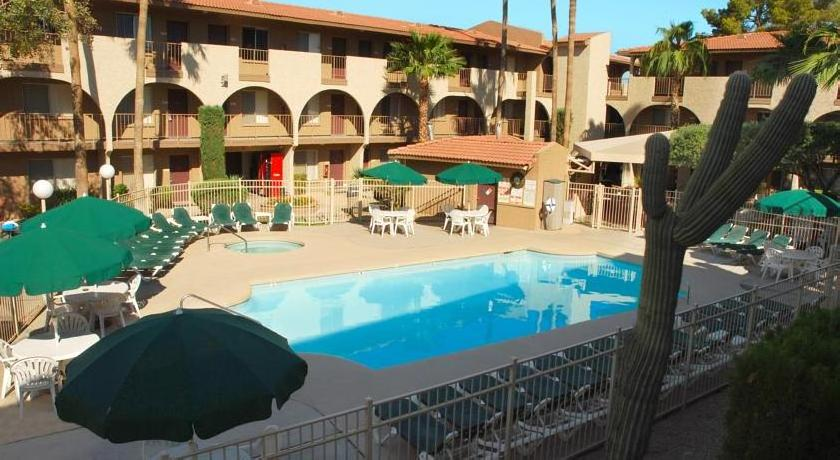 Hospitality Suite Resort Scottsdale/ Tempe