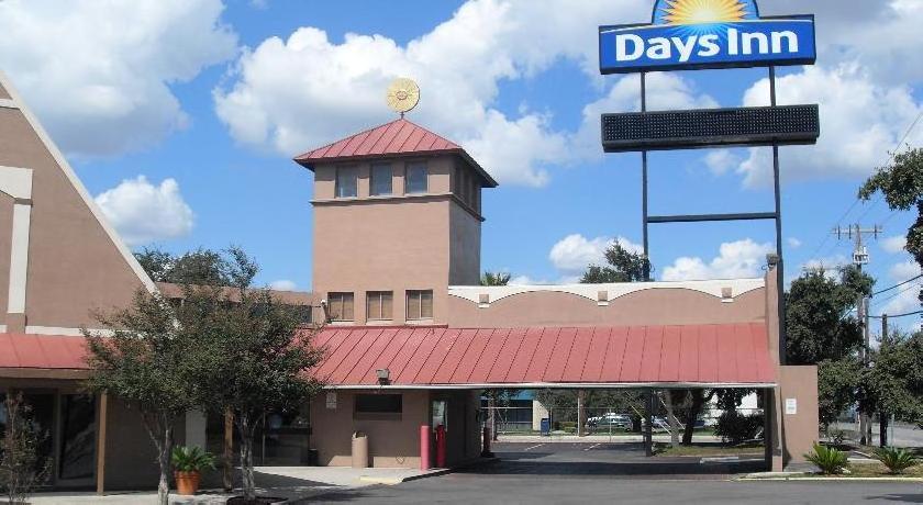 Days Inn Splashtown AT&T Center