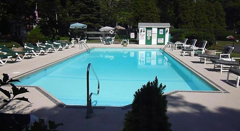 Falmouth Heights Motor Lodge