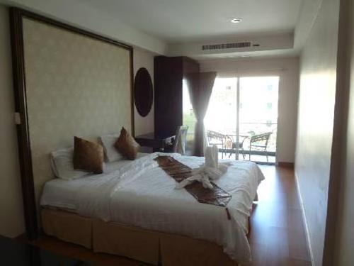 Maleez Lodge Hotel & Restaurant