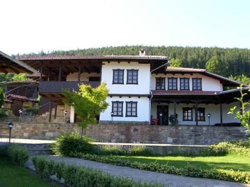 Kostadinovi Kashti Complex