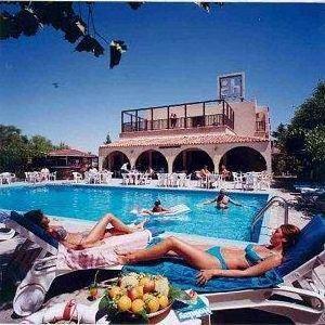 Chrysland Hotel & Gardens Club