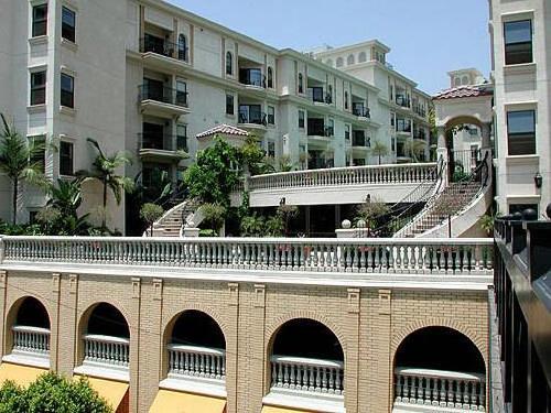 The LA Jackson Apartment