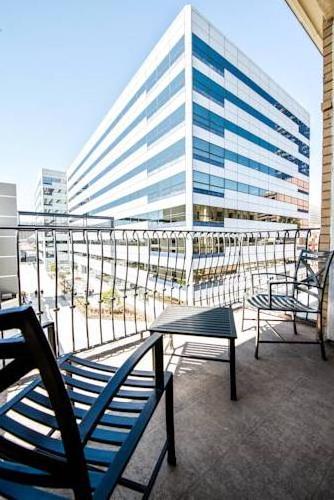 LA Center Apartment