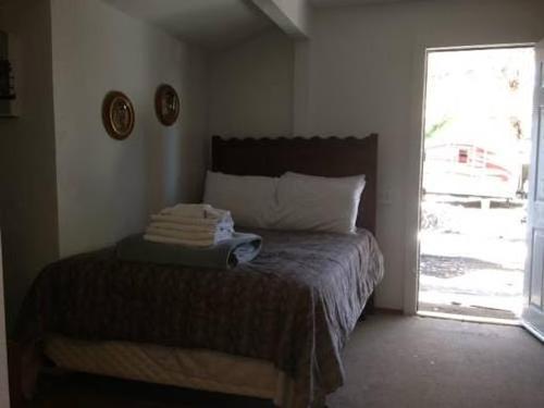 Cabins4Less - Cabin #46 Sleeps 2