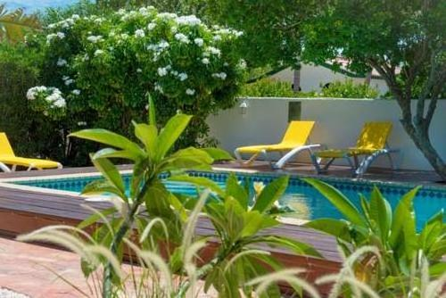 White Beach Apartments Palm Beach